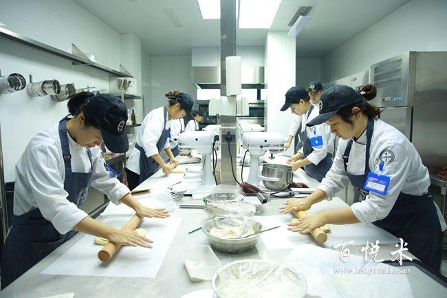 西点培训学校毕业后准备开面包蛋糕店应准备的工作