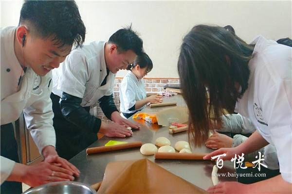 学烘焙如何选择一家比较好的西点培训学校